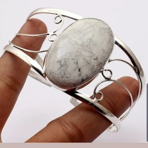 Jewelry - Howlite sterling silver bangle